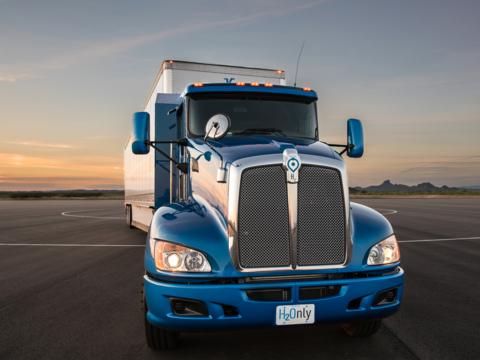トヨタ、18輪の大型燃料電池トラックを発表 —— ロサンゼルス港で実証実験