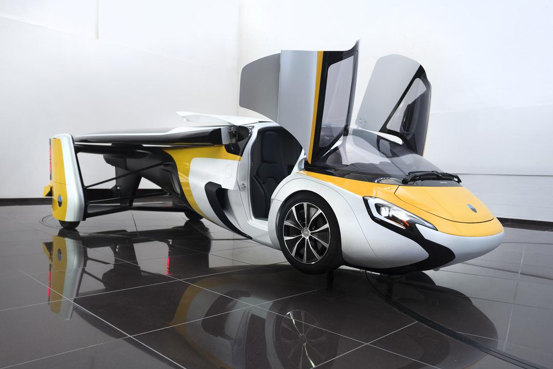 エアロモービルの空飛ぶ車