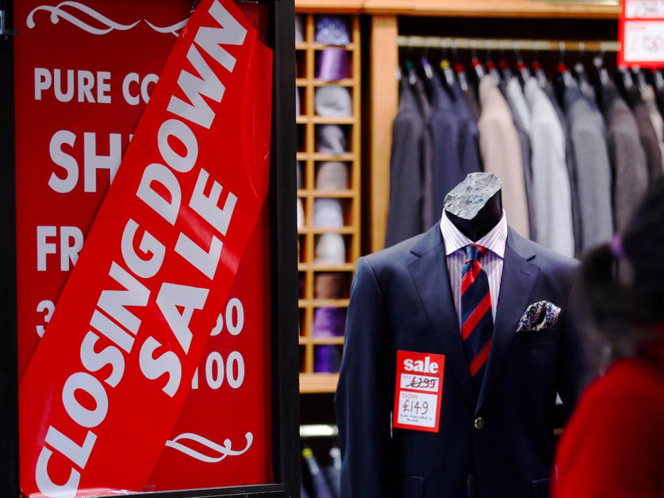 イギリス、小売業販売額減少
