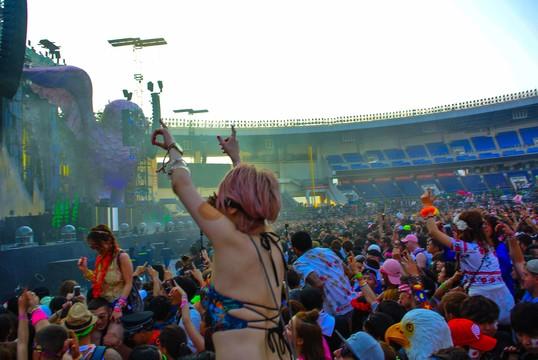 ミレニアルが熱狂するパリピ音楽「EDM」は音楽業界を救うか