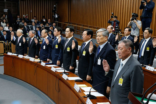 不正、失速……韓国財閥経済は民主化するのか