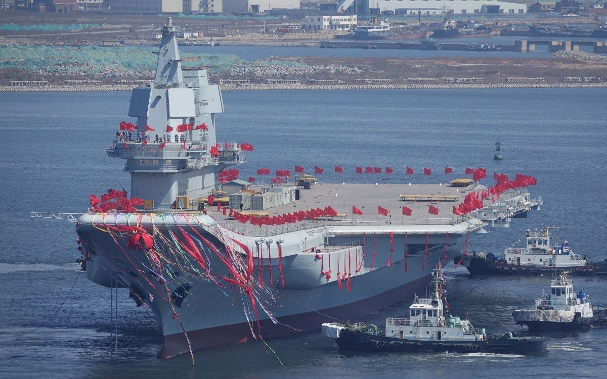 中国軍空母「001A型」の進水式
