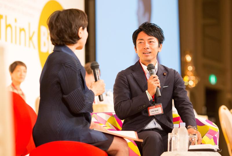 小泉進次郎氏と佐々木かをり代表の対談風景