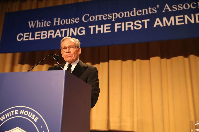4月29日、ホワイトハウス記者会のディナーでスピーチするボブ・ウッドワード氏