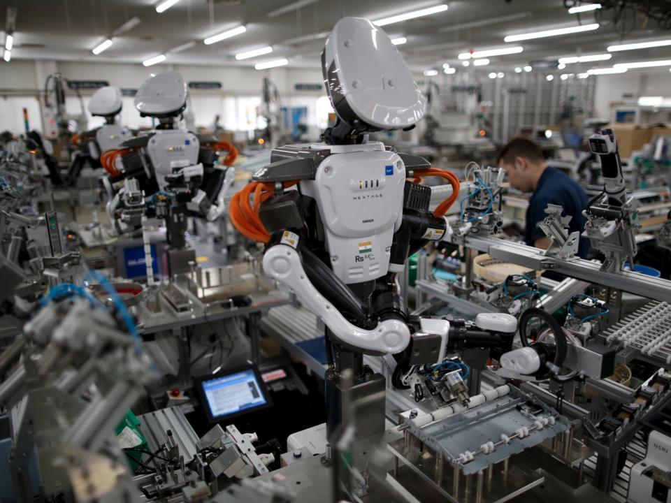 開発中のヒューマノイドロボットの写真