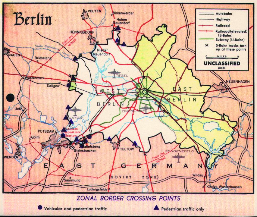 東西ベルリンの交通網、1960年代。