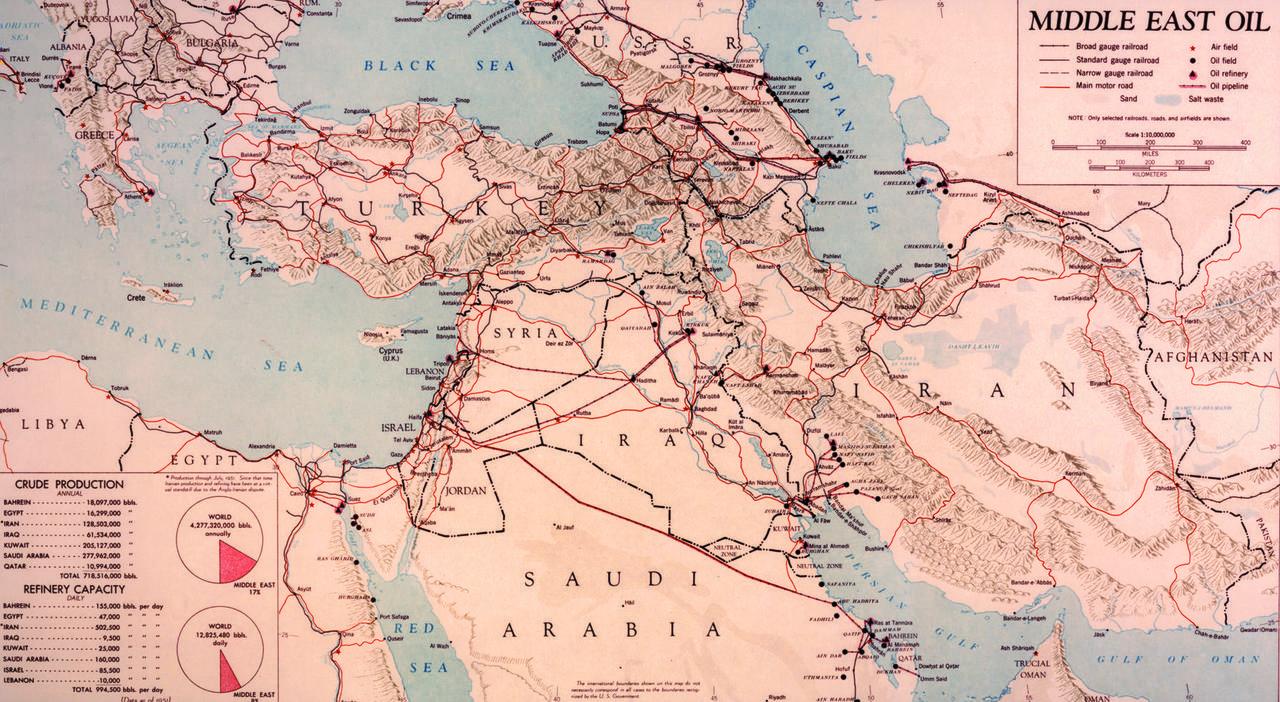 中東の石油輸送・精製施設、1950年代初頭。