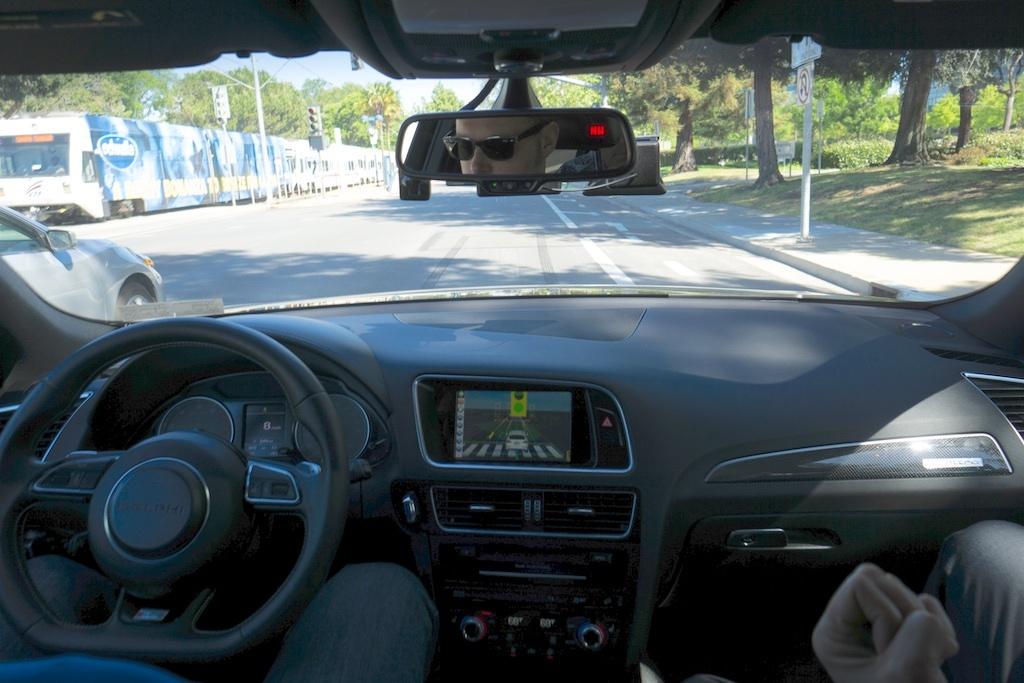 Intelの自動運転車の同乗風景。