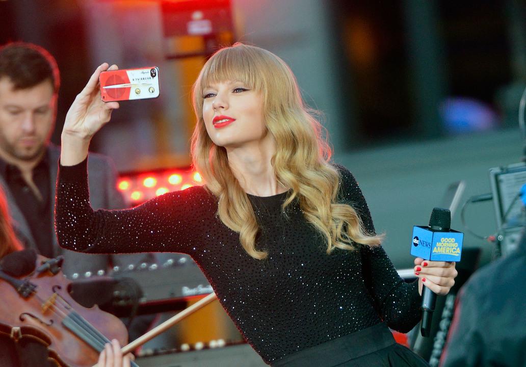 iPhoneを使いこなすテイラー・スウィフト