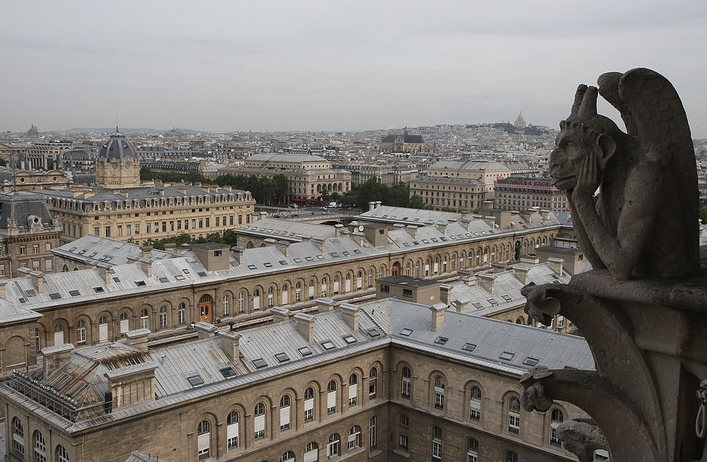 ガーゴイルが見下ろすパリの街