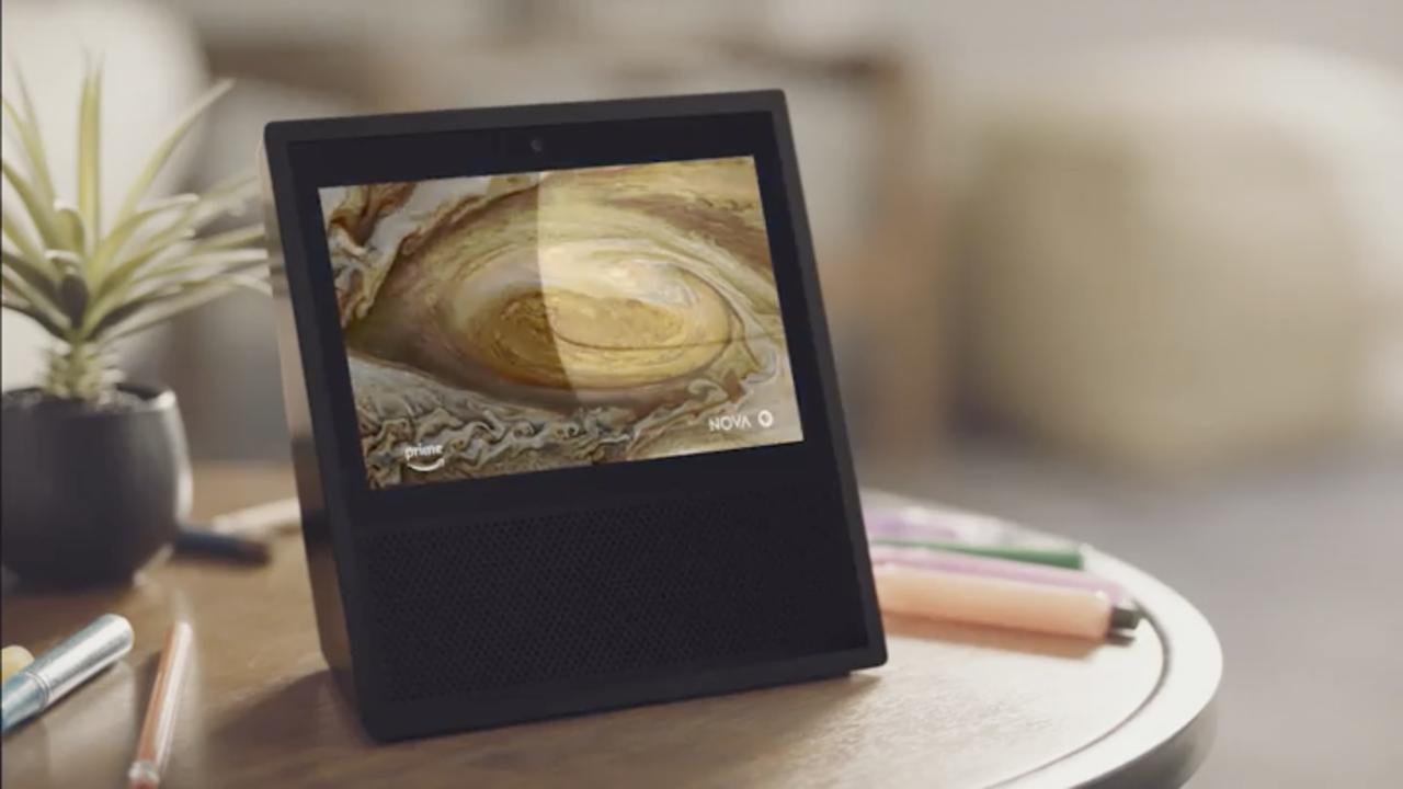 木星探査機から撮影された大赤斑の映像を再生している「Amazon Echo Show」