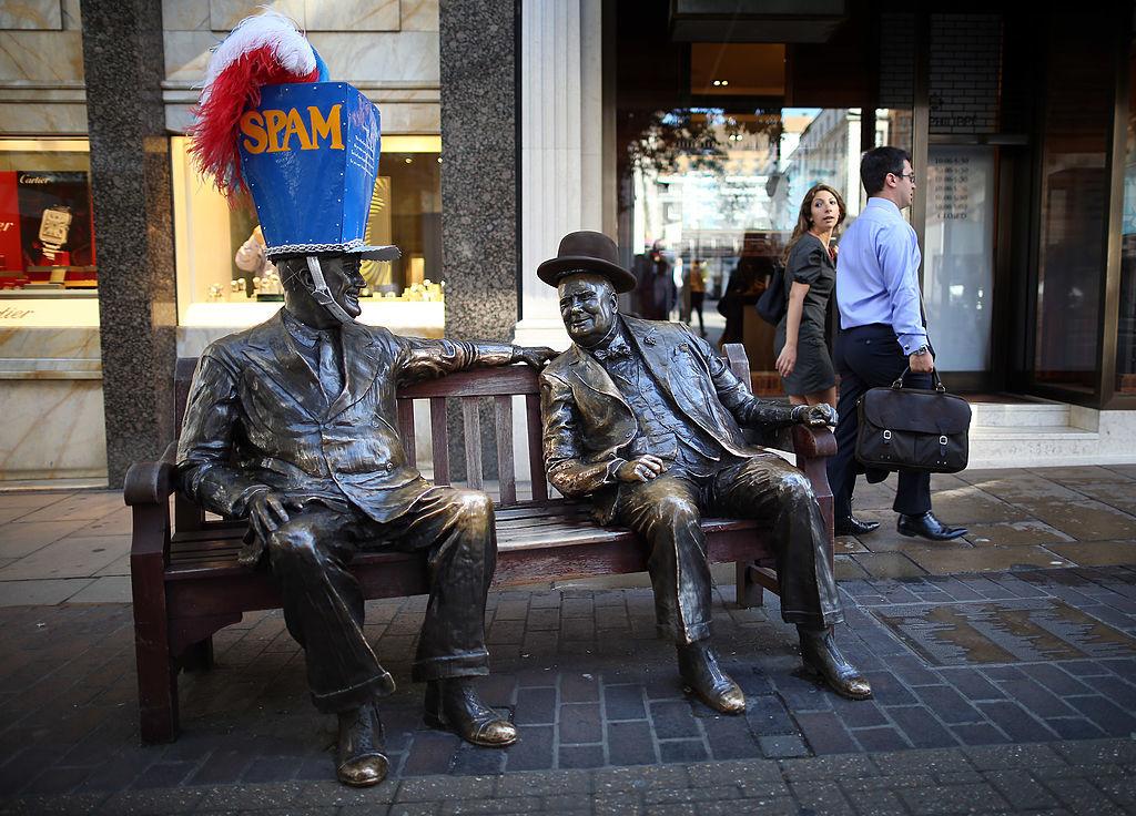 ロンドン、ボンドストリートにあるフランクリン・ルーズベルトとウィンストン・チャーチルの像