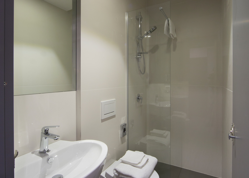 バスルームを近くから撮影