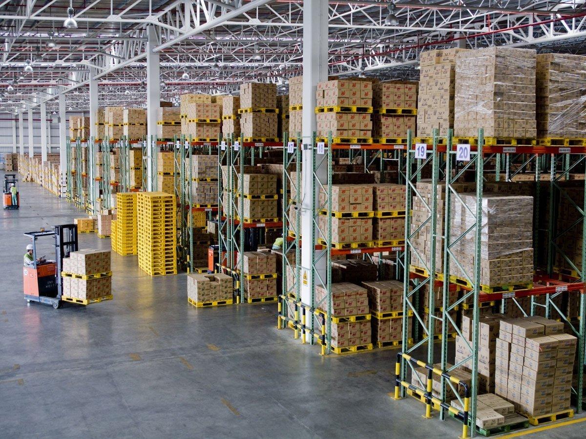メキシコの都市にある倉庫の中