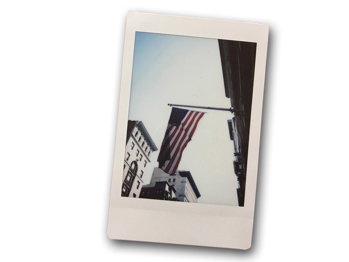 Instax Mini 9で撮影された星条旗の写真