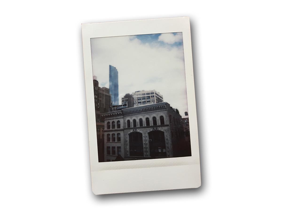 Instax Mini 9で撮影した建物の写真