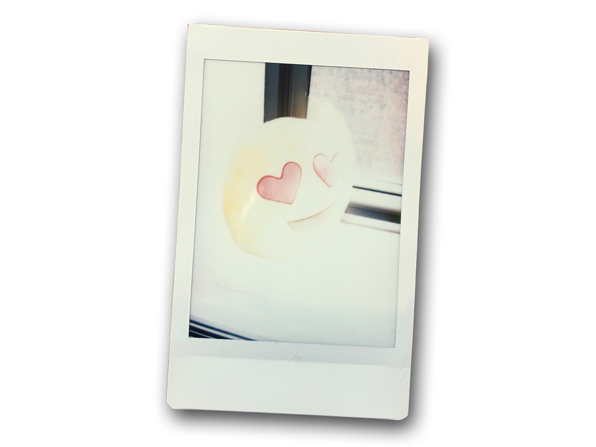 Instax Mini 9のハイキーモードで撮影した絵文字枕