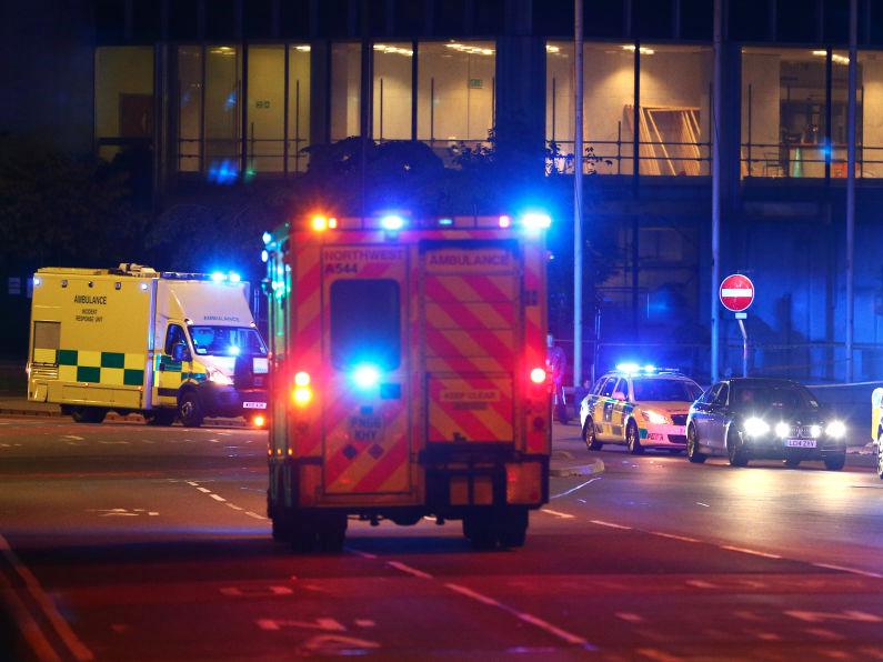 現場周辺に到着する救急車
