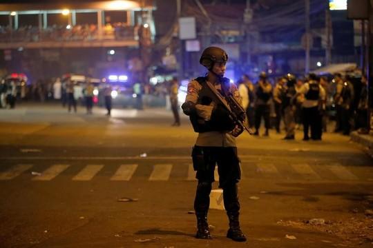 インドネシア・ジャカルタで自爆攻撃か、警官3人死亡