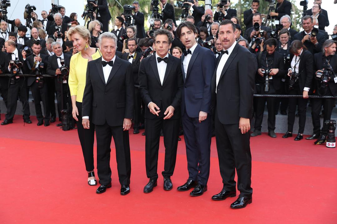 (左から)エマ・トンプソン、ダスティン・ホフマン、ベン・スティラー、ノア・バームバック監督、アダム・サンドラー。
