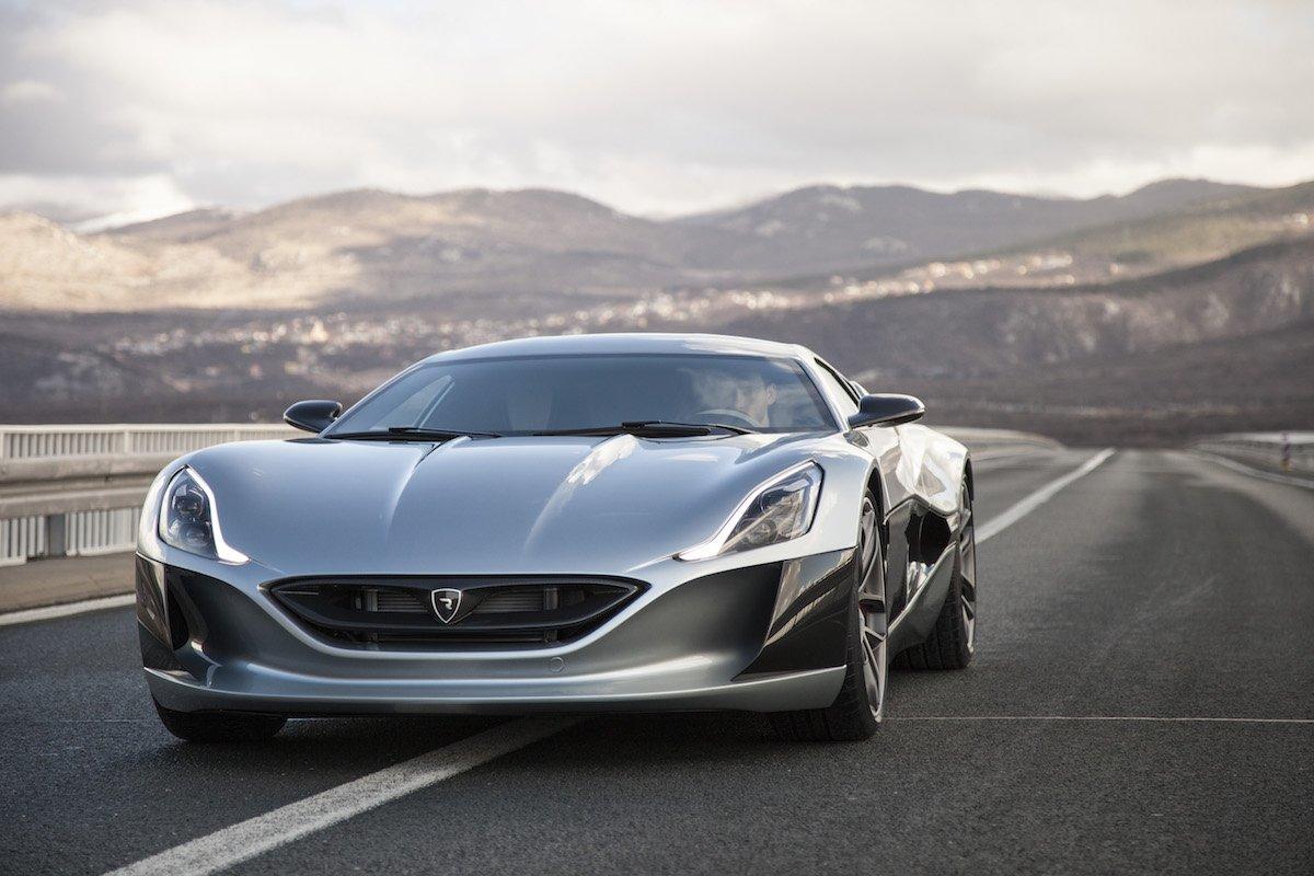 クロアチアの自動車メーカーのコンセプトカー「Concept_One」、走行中のショット