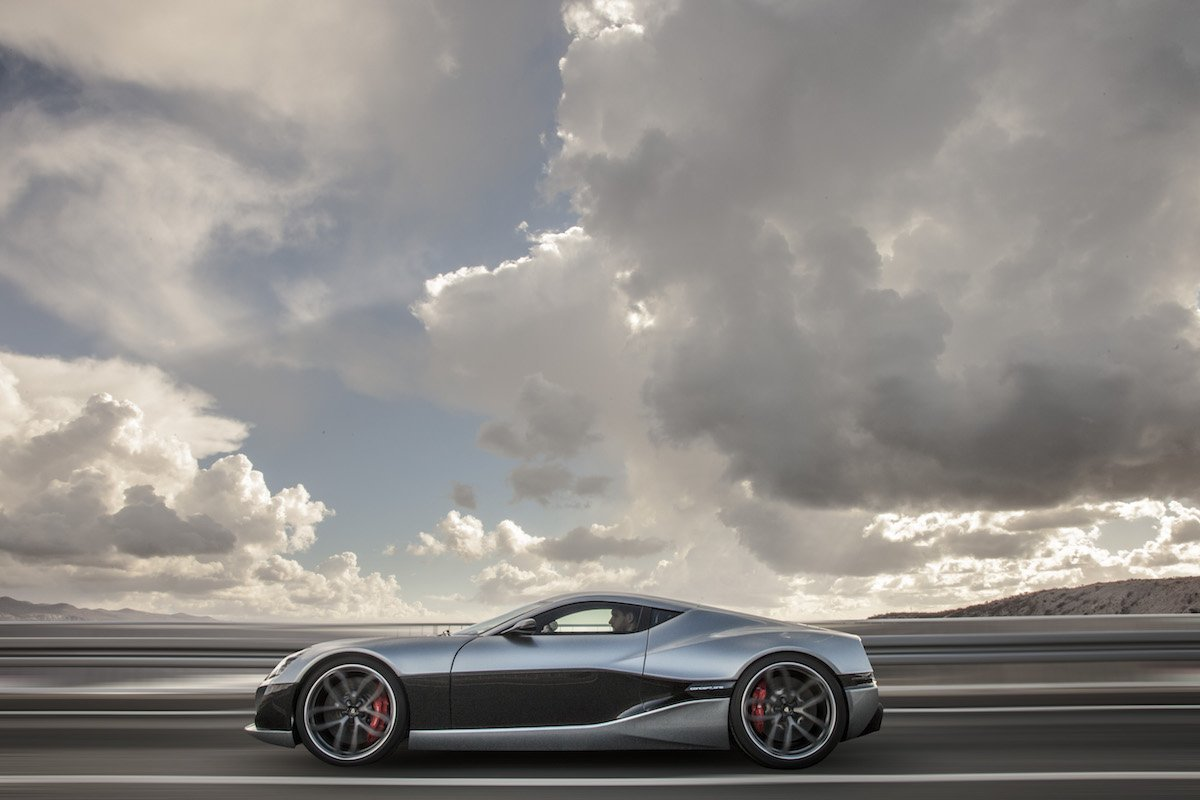 Rimacのコンセプトカー「Concept_One」、左側面からの走行中ショット