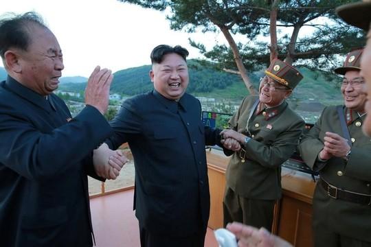 北朝鮮が弾道ミサイルを発射、安倍首相「アメリカとともに具体的な行動を取って行く」