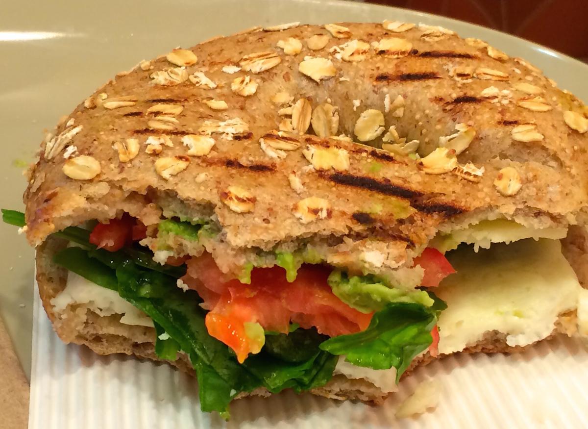 パネラ(Panera)―アボカド、卵白とほうれん草のパワーサンドイッチ