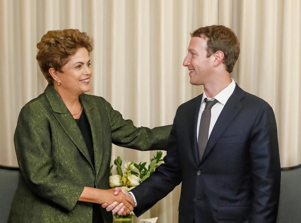 ブラジルの大統領(当時)、ジルマ・ルセフと面会するザッカ―バーグ
