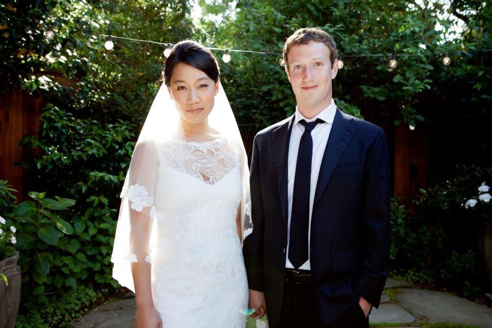 チャンとザッカーバーグの2人は同社が新規株式公開した翌日、結婚した。