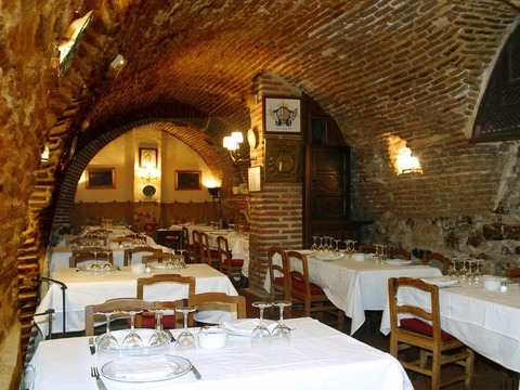 ギネス認定「世界最古のレストラン」で食べる料理