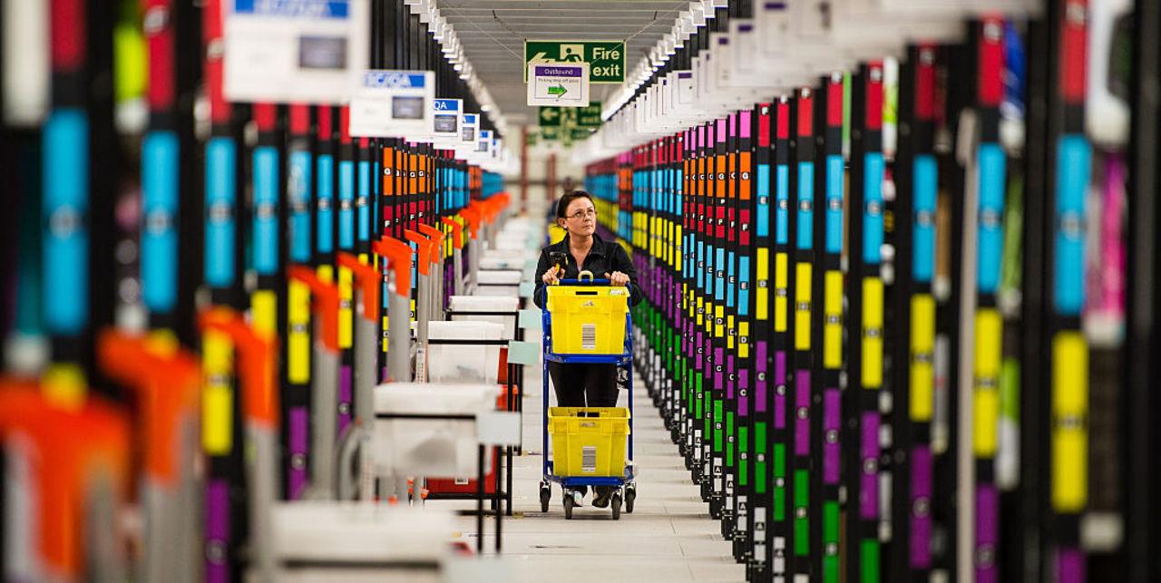 アマゾンの倉庫