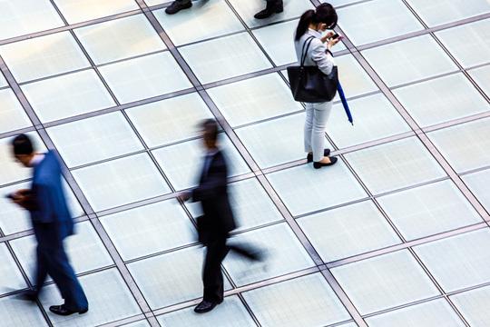 調査レポート:バブル期以上の人手不足で日本の働き方は悪化?仕事終わらない、休めない‥