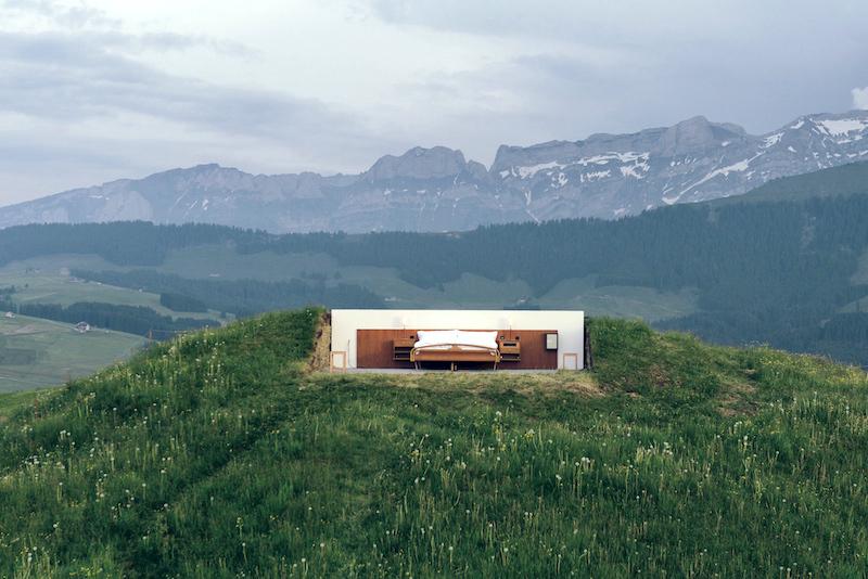 海抜約4000フィートのGöbsi山頂にある、クィーンベッドの新しい部屋