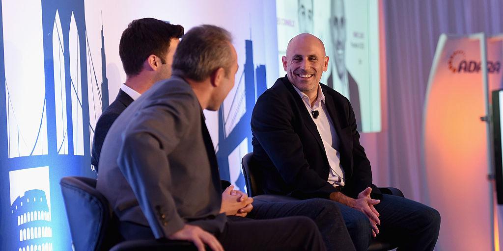 Jet.comの創業者兼CEOのマーク・ロア(Marc Lore)氏(写真右)