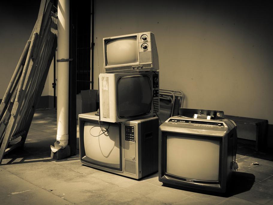 古いブラウン管テレビ