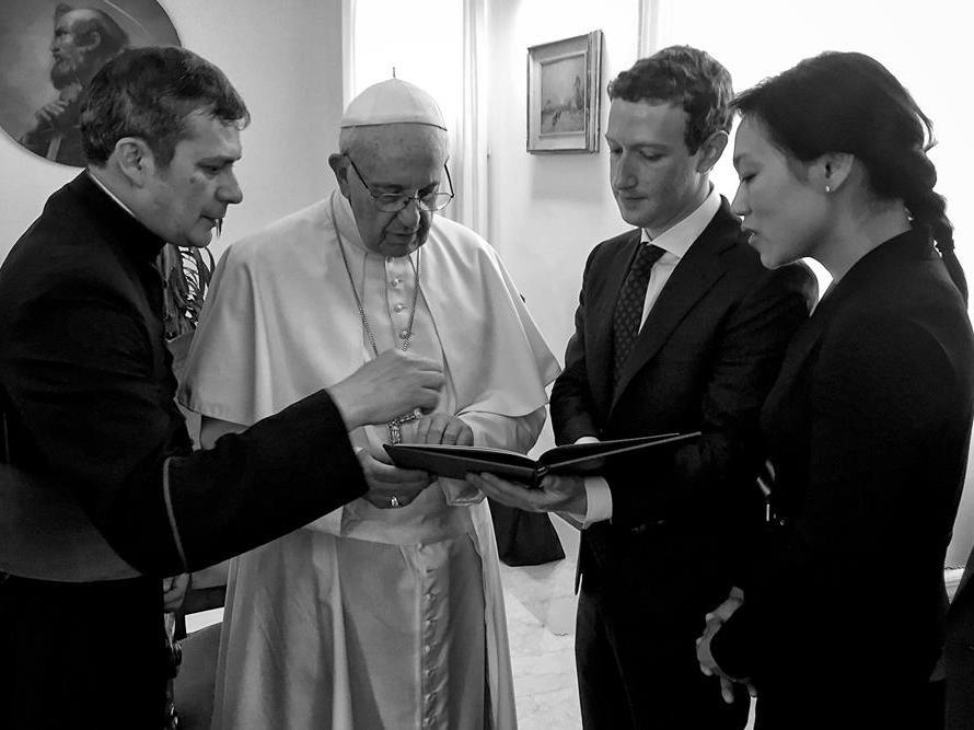 ローマ法王フランシスコとザッカーバーグ夫妻
