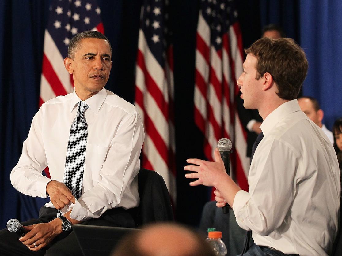 オバマ大統領(当時)とザッカーバーグ