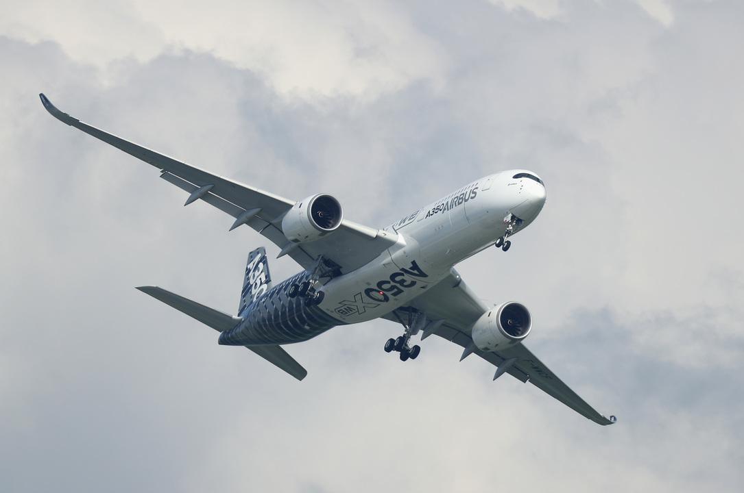 飛行中のエアバスA350 XWB