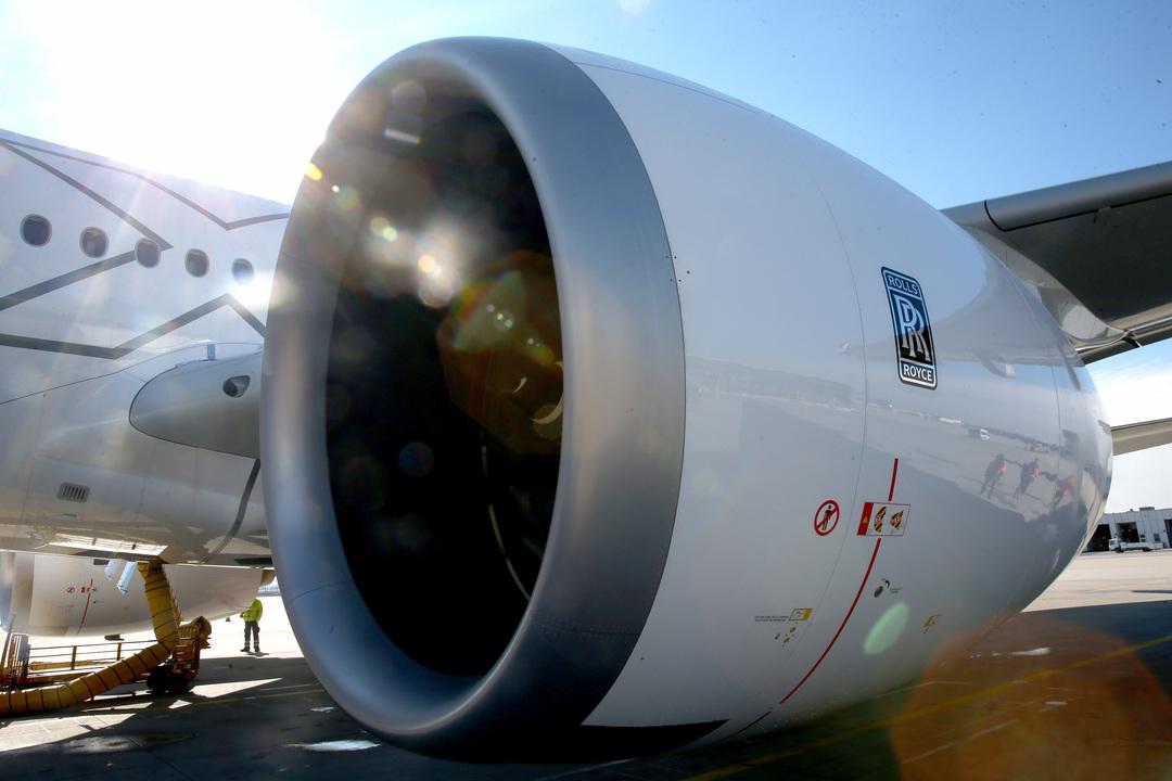 主翼の下に取り付けられたTrent XWB