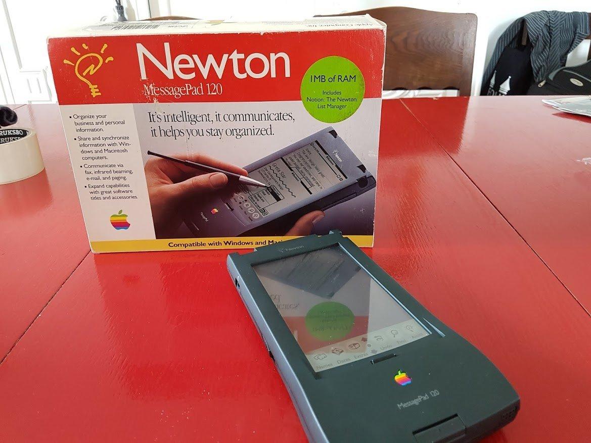 iPhoneを先取りするかのような携帯情報端末「Apple Newton」