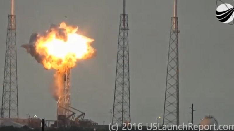 発射台で爆発したFalcon 9ロケット