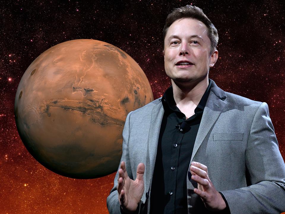 火星移住計画について説明するイーロン・マスク氏