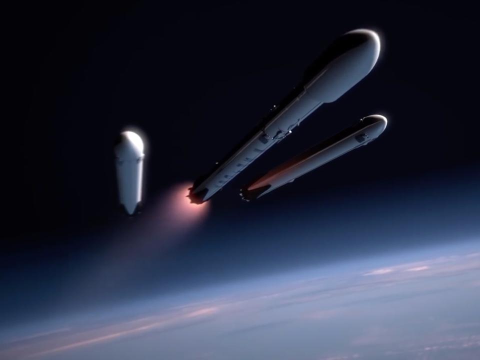 Falcon Heavyから切り離されるブースター