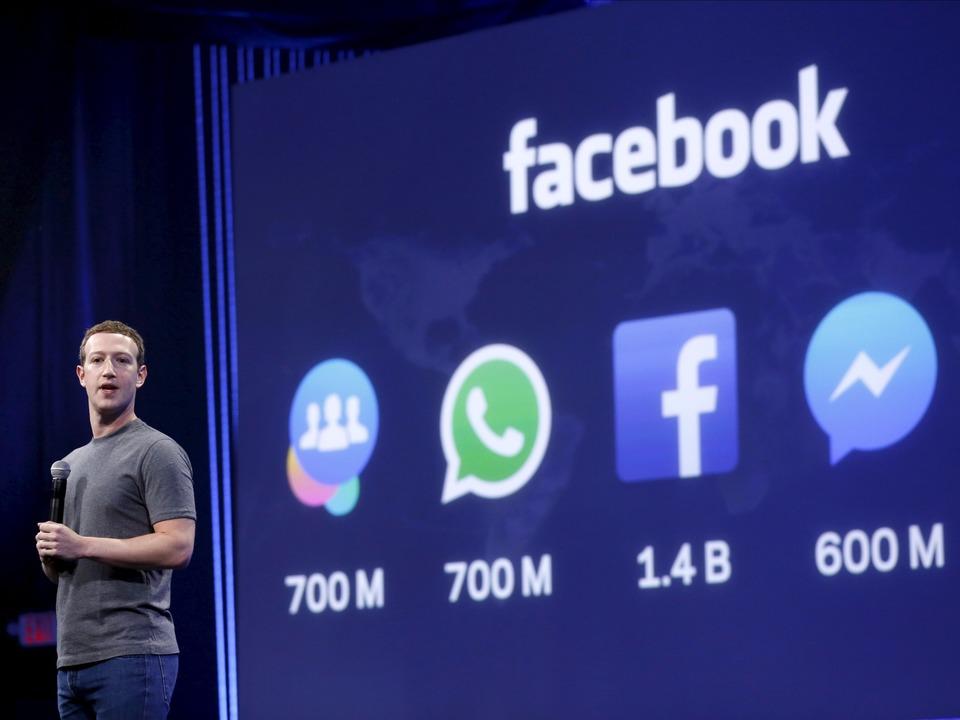 FacebookのCEOマーク・ザッカーバーグ氏がプレゼンテーションを行っている様子