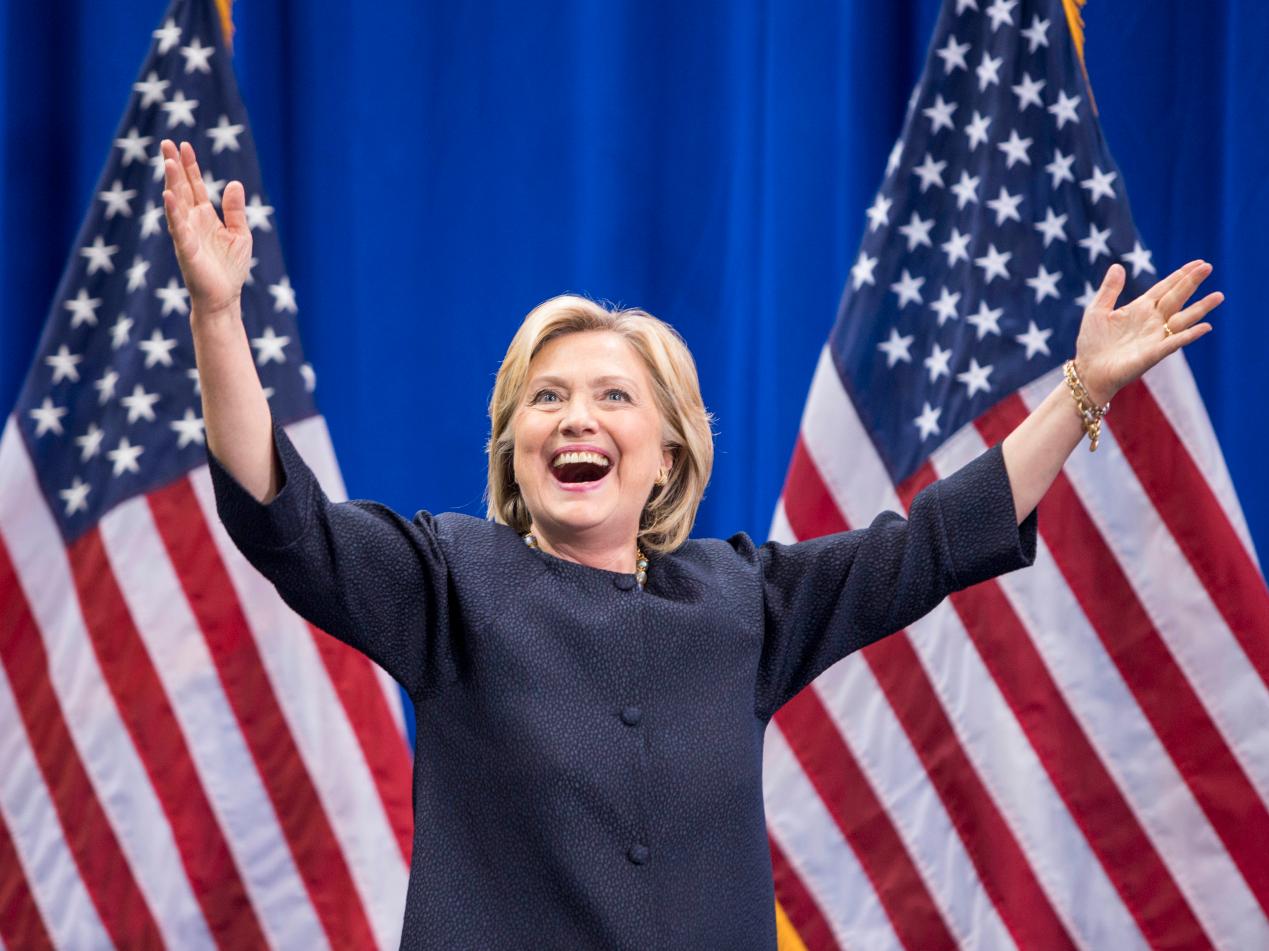 ヒラリー・クリントン氏が大統領選挙に向けた集会に姿を見せた瞬間の様子