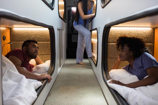 サンフランシスコとロスを結ぶ贅沢な夜行バスが運行開始 —— 「ハイパーループ」を待ちながら