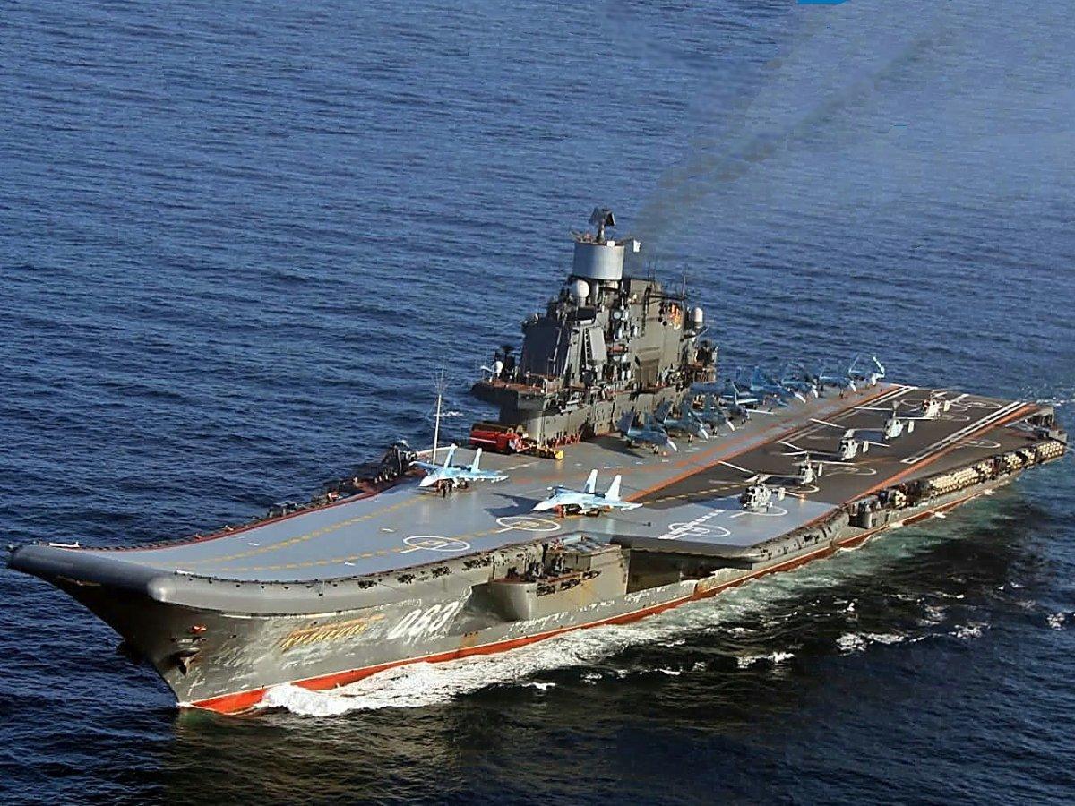 ロシア海軍の空母「アドミラル・クズネツォフ」。