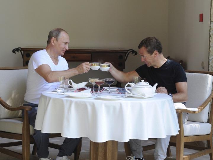 食事を取るプーチン大統領