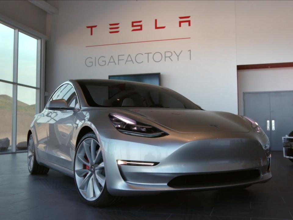 テスラ「Model 3」